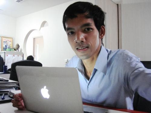 Mak-Copywriter-MacBook